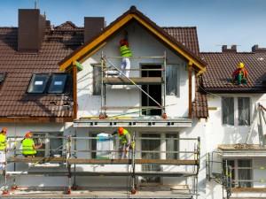 La maison en chantier sur l'image représente l'emprunt travaux, et tous les types de crédit travaux ou pret renovation en général.